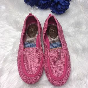 The Sak pink breast cancer awareness shoes size 6